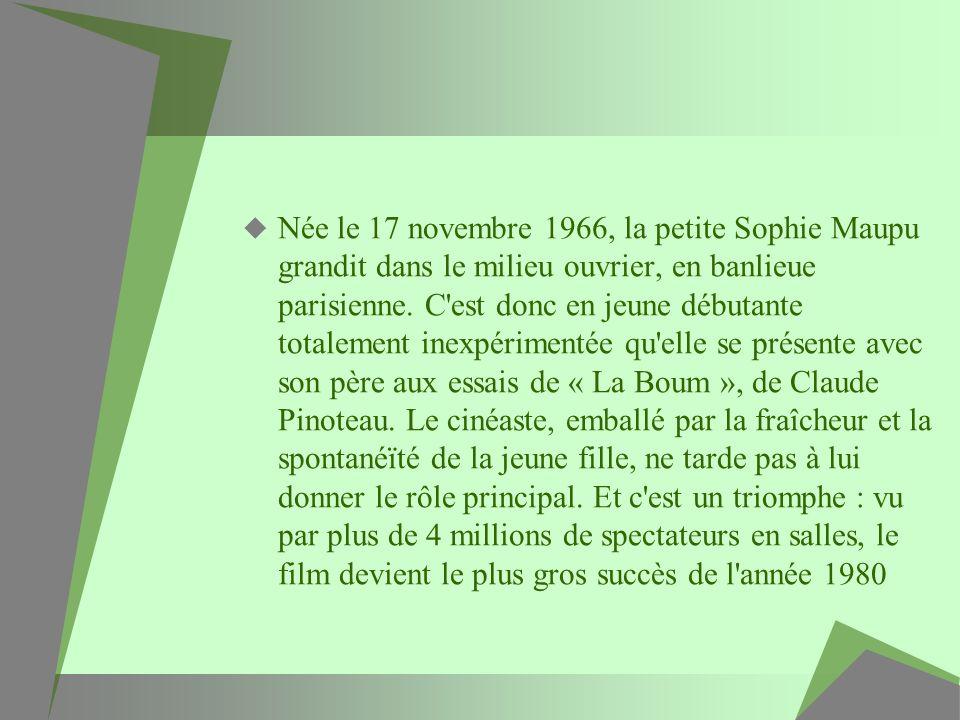 Née le 17 novembre 1966, la petite Sophie Maupu grandit dans le milieu ouvrier, en banlieue parisienne.