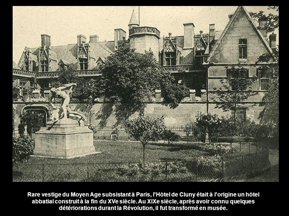Rare vestige du Moyen Age subsistant à Paris, l Hôtel de Cluny était à l origine un hôtel abbatial construit à la fin du XVe siècle.