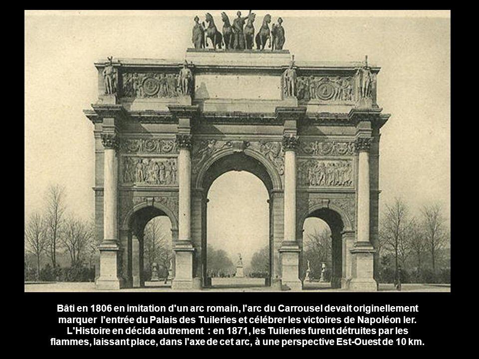 Bâti en 1806 en imitation d un arc romain, l arc du Carrousel devait originellement marquer l entrée du Palais des Tuileries et célébrer les victoires de Napoléon Ier.