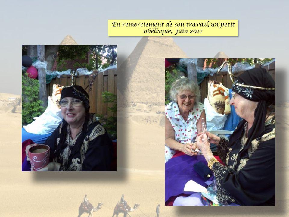 En remerciement de son travail, un petit obélisque, juin 2012