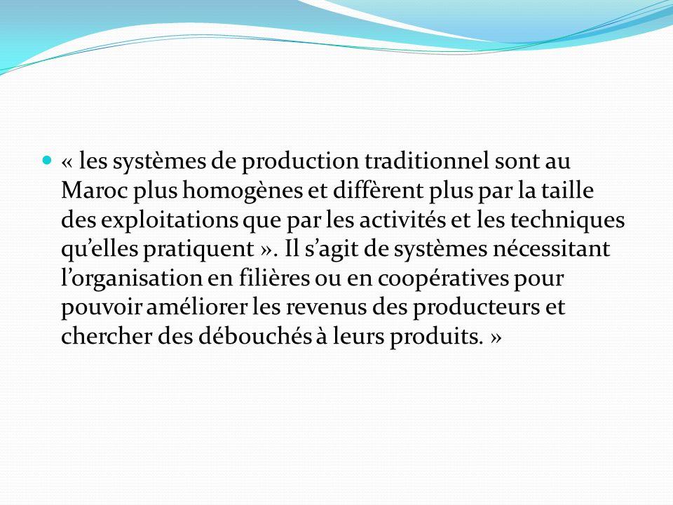 « les systèmes de production traditionnel sont au Maroc plus homogènes et diffèrent plus par la taille des exploitations que par les activités et les techniques qu'elles pratiquent ».