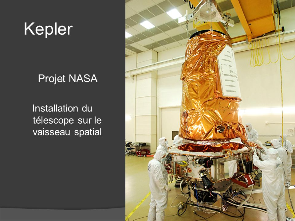 Installation du télescope sur le vaisseau spatial