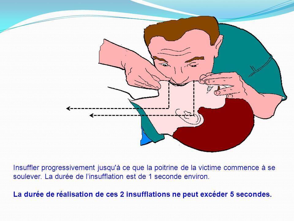 Insuffler progressivement jusqu à ce que la poitrine de la victime commence à se soulever. La durée de l'insufflation est de 1 seconde environ.