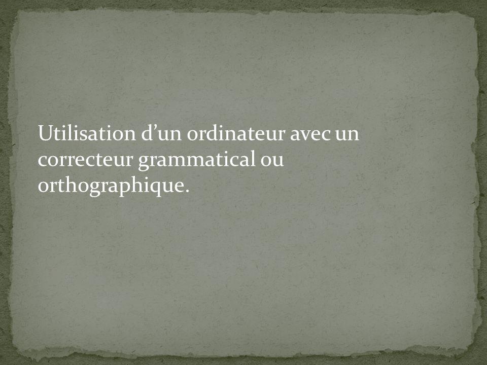 Utilisation d'un ordinateur avec un correcteur grammatical ou orthographique.