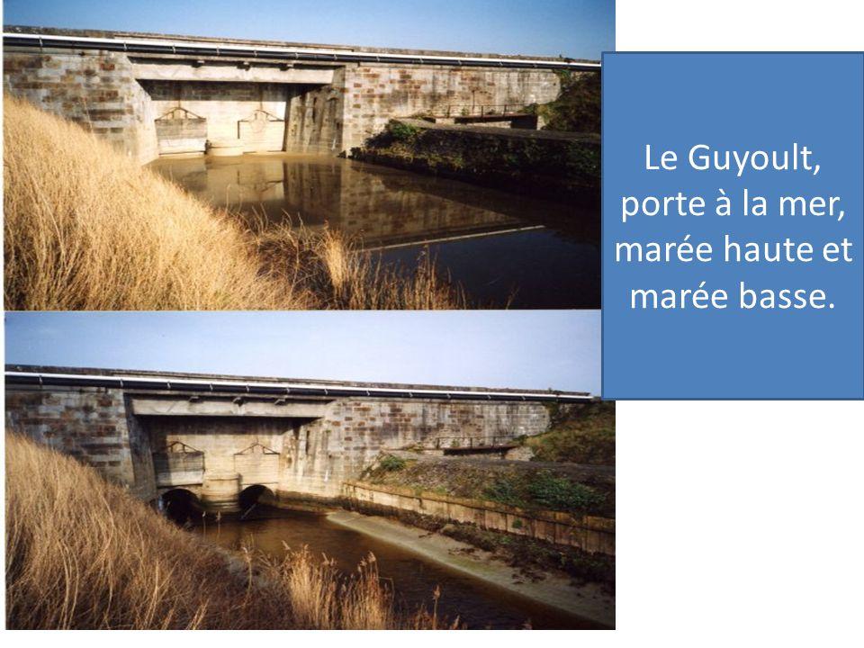 Le Guyoult, porte à la mer, marée haute et marée basse.