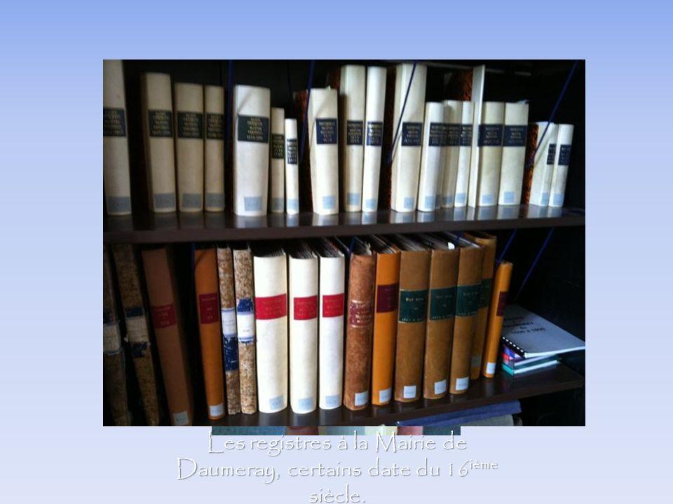 Les registres à la Mairie de Daumeray, certains date du 16ième siècle.