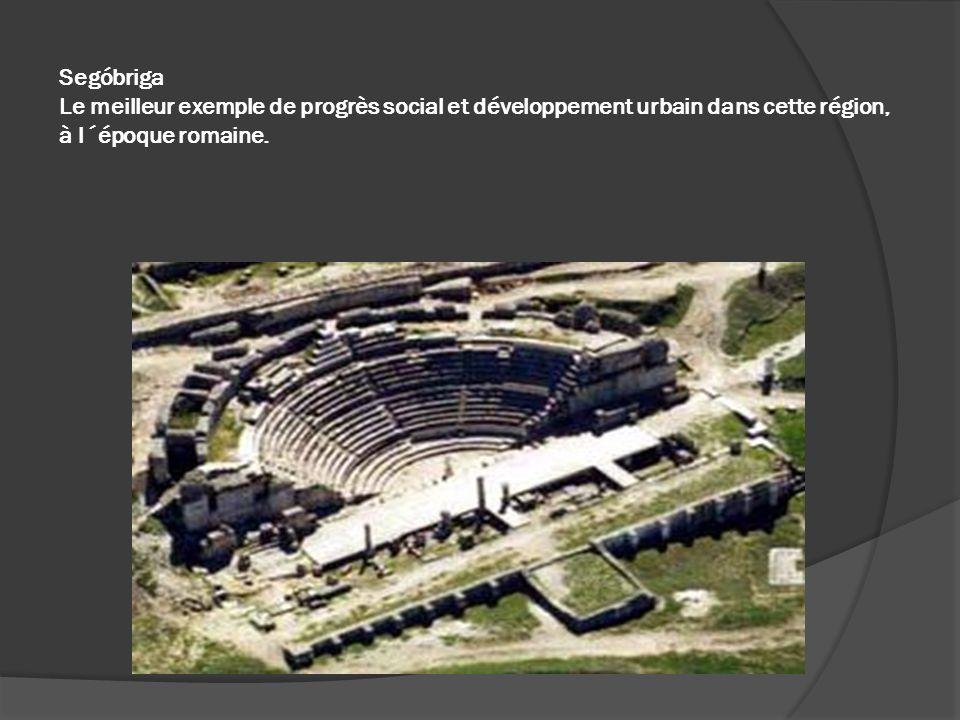 Segóbriga Le meilleur exemple de progrès social et développement urbain dans cette région, à l´époque romaine.