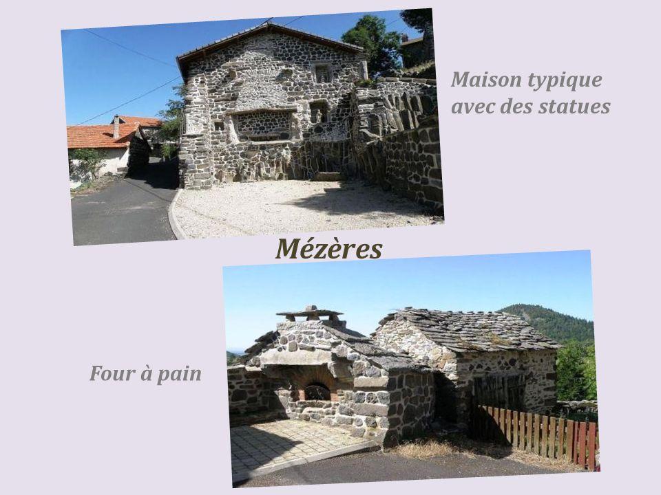 Maison typique avec des statues