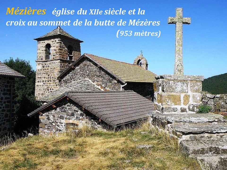 Mézières église du XIIe siècle et la croix au sommet de la butte de Mézères . (953 mètres)