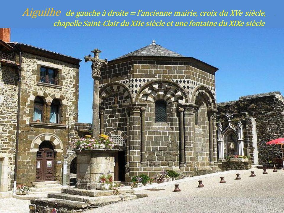 Aiguilhe de gauche à droite = l'ancienne mairie, croix du XVe siècle,