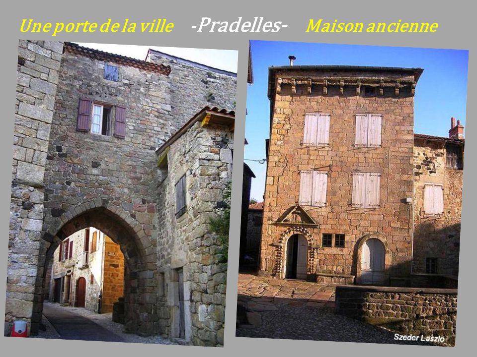 Une porte de la ville -Pradelles- Maison ancienne