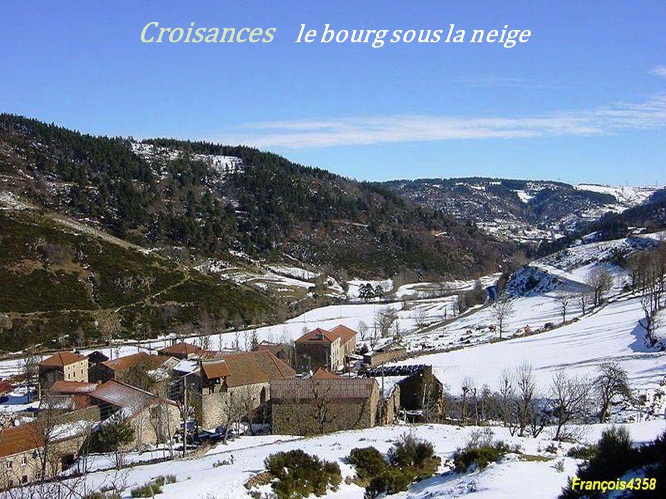 Croisances le bourg sous la neige