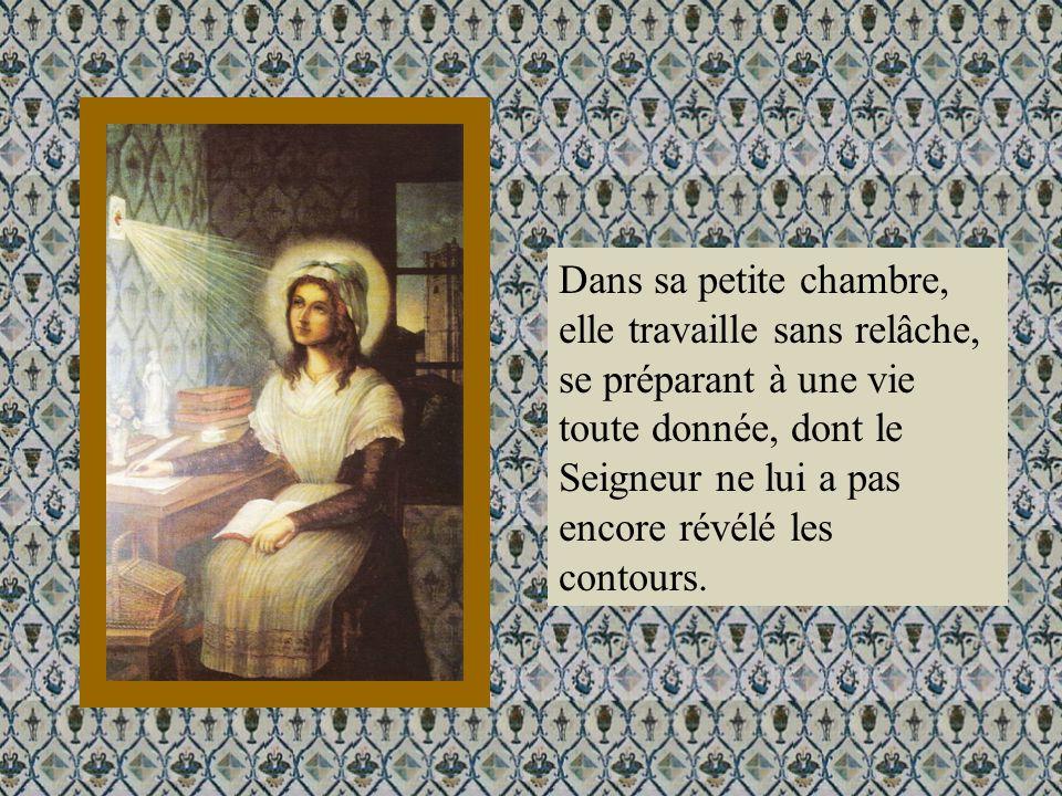 Dans sa petite chambre, elle travaille sans relâche, se préparant à une vie toute donnée, dont le Seigneur ne lui a pas encore révélé les contours.