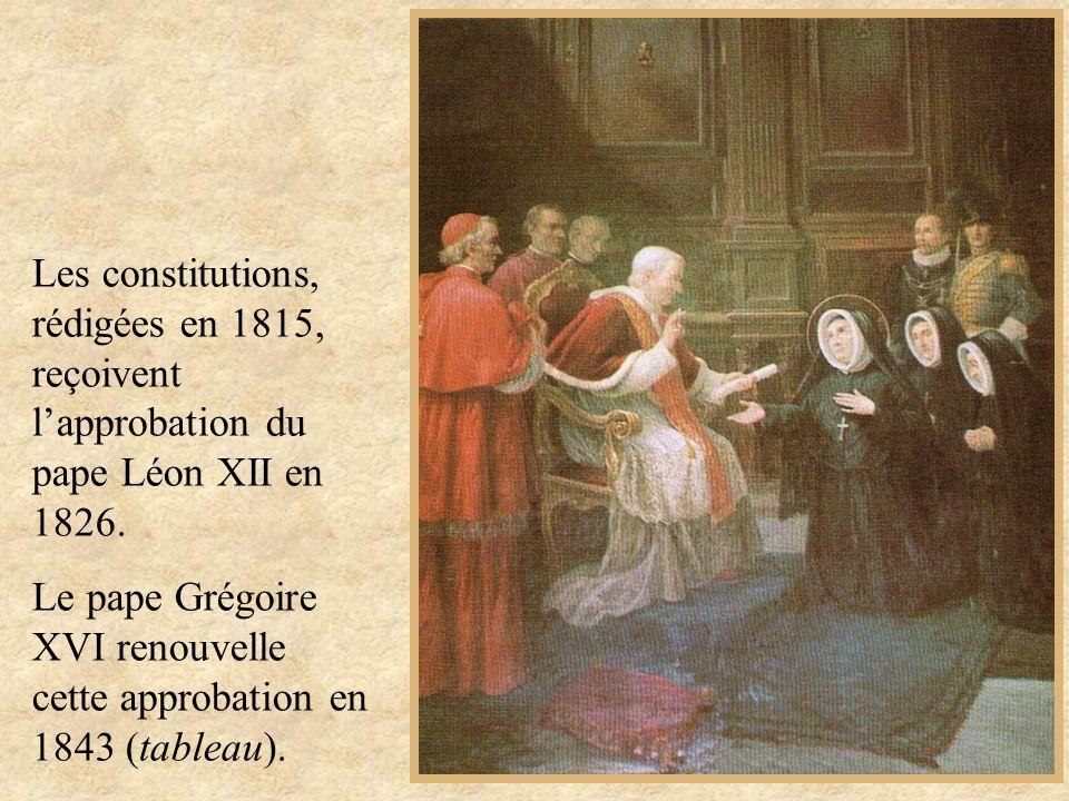 Les constitutions, rédigées en 1815, reçoivent l'approbation du pape Léon XII en 1826.