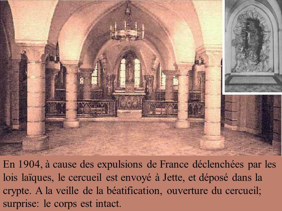 En 1904, à cause des expulsions de France déclenchées par les lois laïques, le cercueil est envoyé à Jette, et déposé dans la crypte.