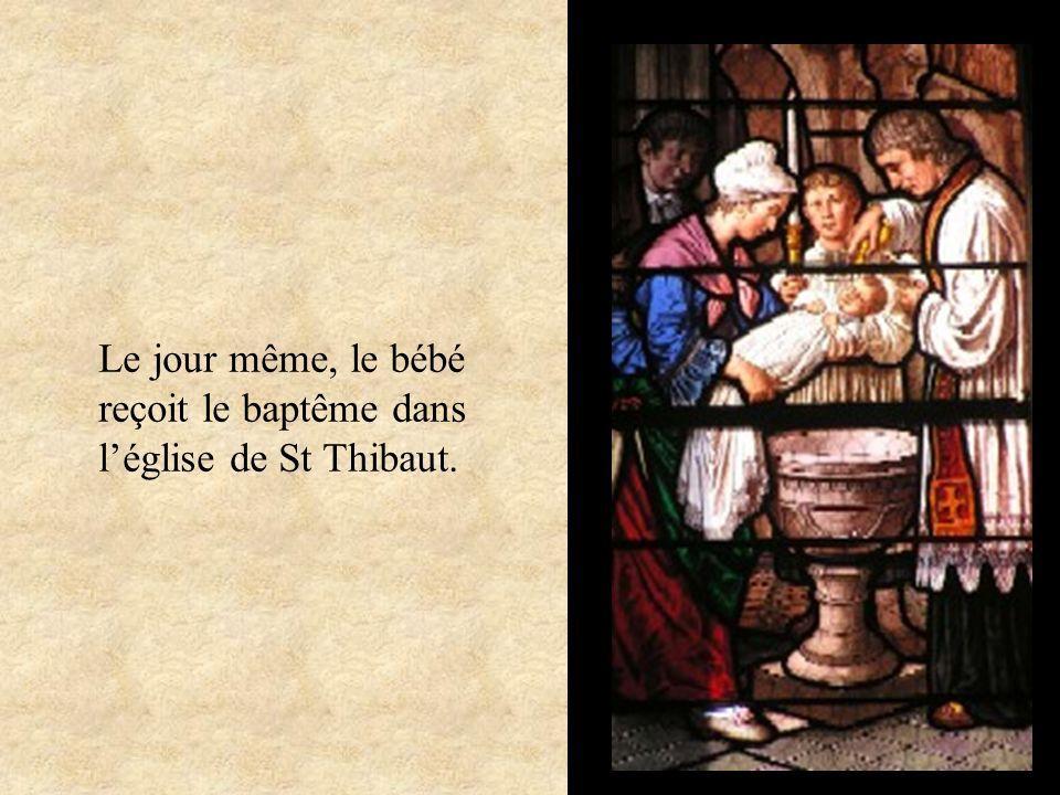 Le jour même, le bébé reçoit le baptême dans l'église de St Thibaut.