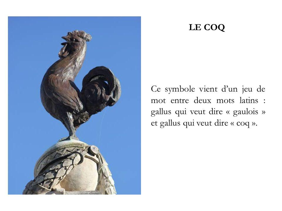 LE COQ Ce symbole vient d'un jeu de mot entre deux mots latins : gallus qui veut dire « gaulois » et gallus qui veut dire « coq ».