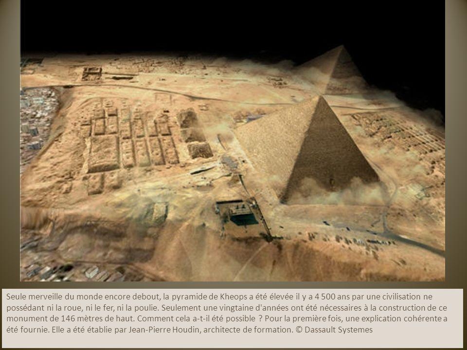 Seule merveille du monde encore debout, la pyramide de Kheops a été élevée il y a 4 500 ans par une civilisation ne possédant ni la roue, ni le fer, ni la poulie.
