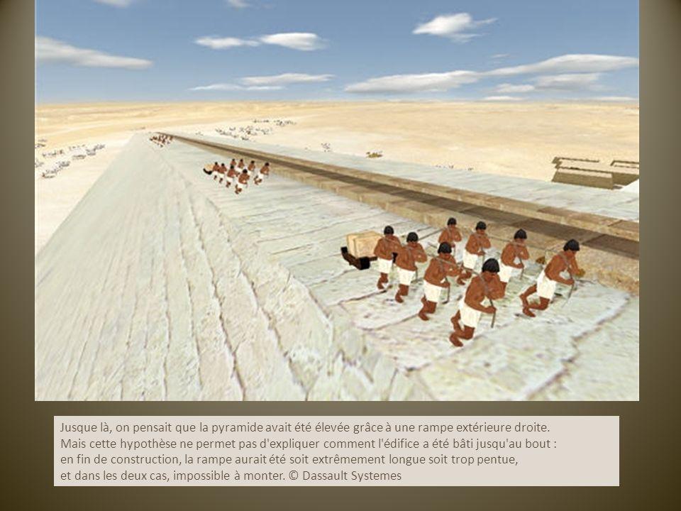 Jusque là, on pensait que la pyramide avait été élevée grâce à une rampe extérieure droite.