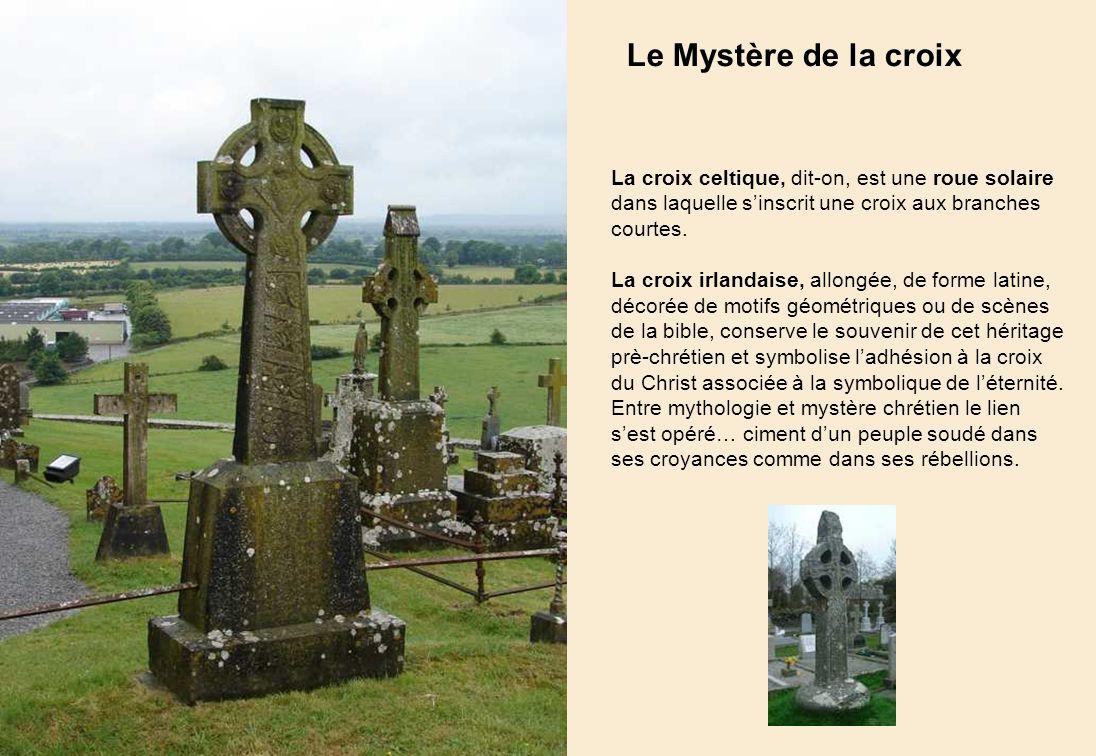 Le Mystère de la croix La croix celtique, dit-on, est une roue solaire dans laquelle s'inscrit une croix aux branches courtes.