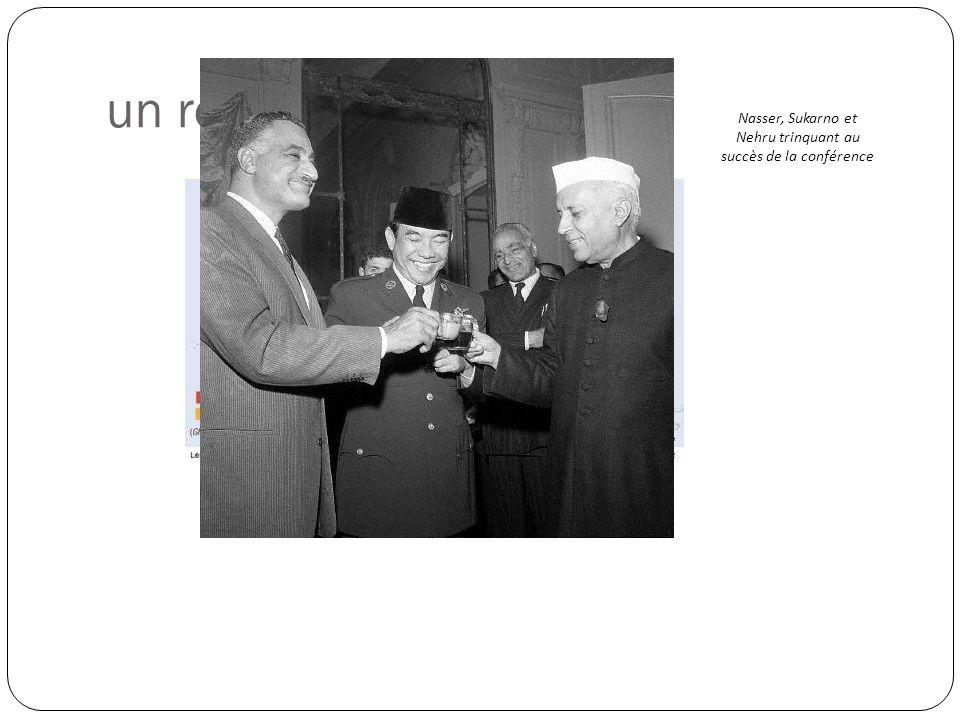 Nasser, Sukarno et Nehru trinquant au succès de la conférence