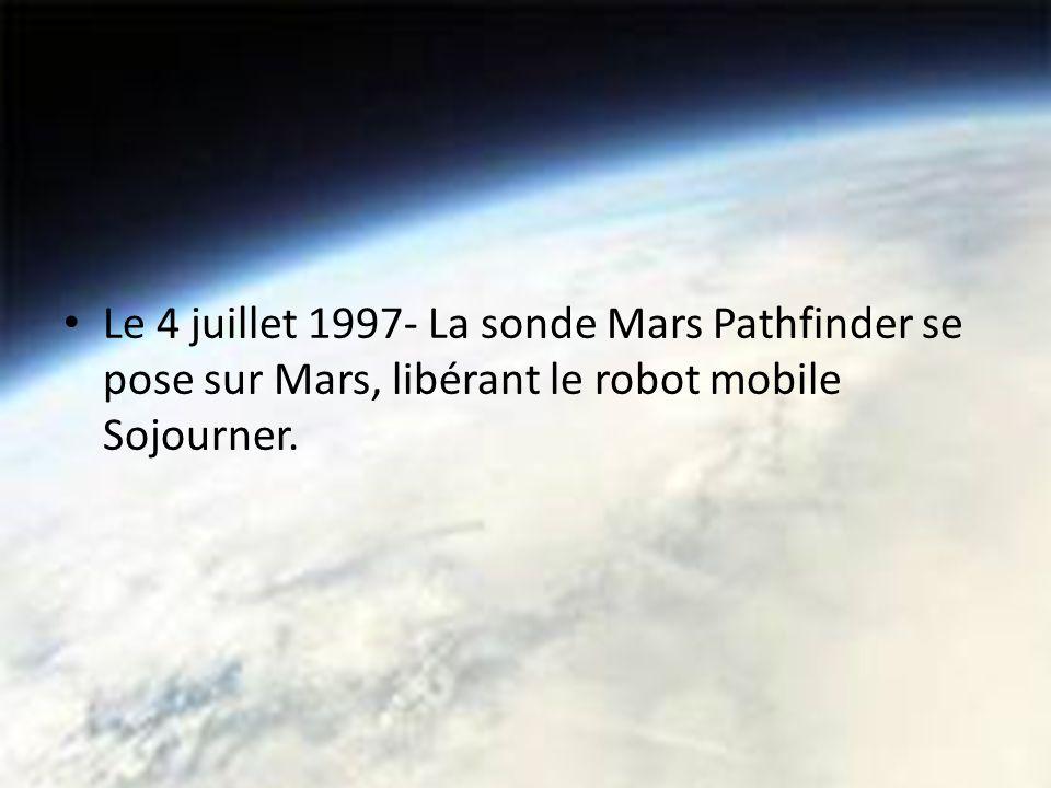 Le 4 juillet 1997- La sonde Mars Pathfinder se pose sur Mars, libérant le robot mobile Sojourner.
