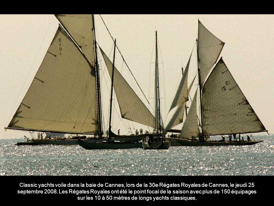 Classic yachts voile dans la baie de Cannes, lors de la 30e Régates Royales de Cannes, le jeudi 25 septembre 2008.