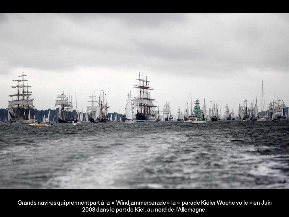 Grands navires qui prennent part à la « Windjammerparade » la « parade Kieler Woche voile » en Juin 2008 dans le port de Kiel, au nord de l Allemagne.