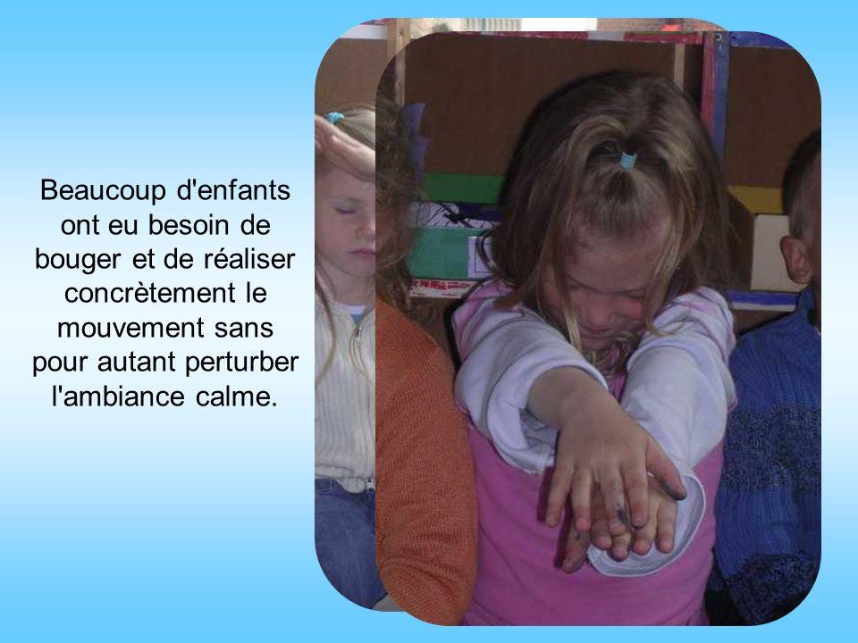 Beaucoup d enfants ont eu besoin de bouger et de réaliser concrètement le mouvement sans pour autant perturber l ambiance calme.