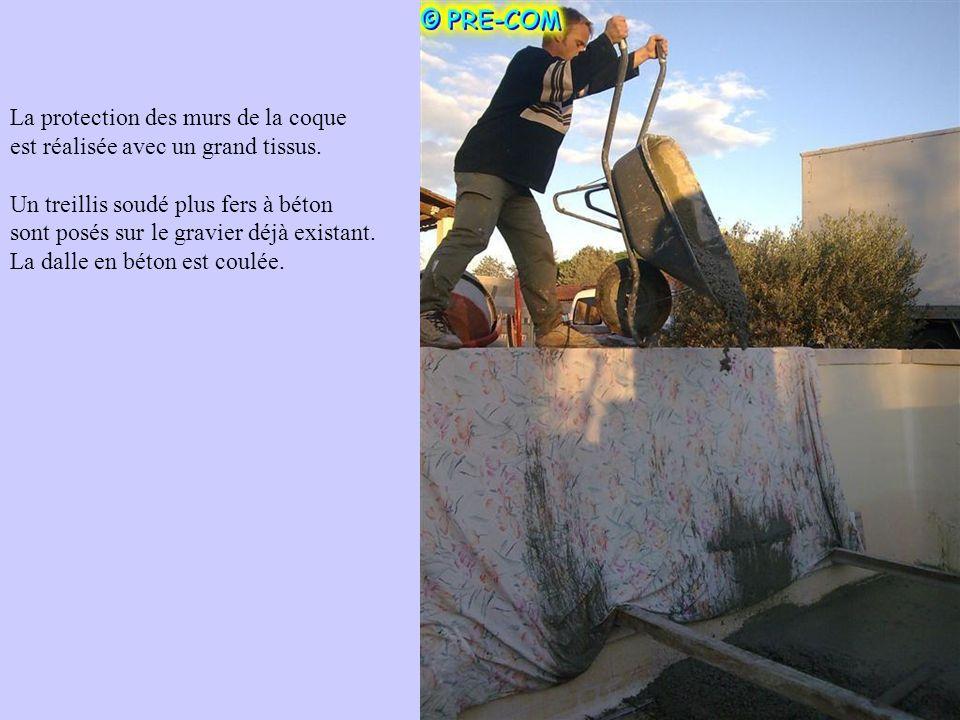 La protection des murs de la coque est réalisée avec un grand tissus