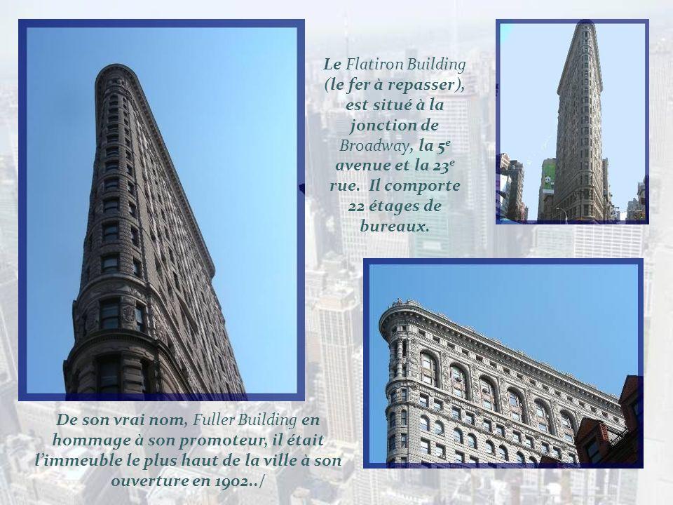 Le Flatiron Building (le fer à repasser), est situé à la jonction de Broadway, la 5e avenue et la 23e rue. Il comporte 22 étages de bureaux.