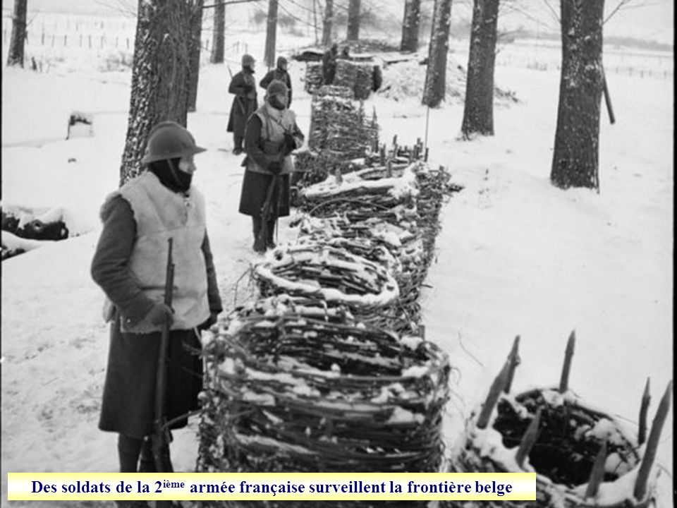 Des soldats de la 2ième armée française surveillent la frontière belge