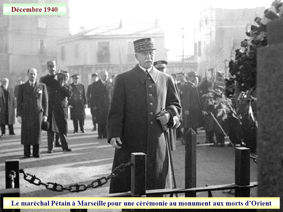 Décembre 1940 Le maréchal Pétain à Marseille pour une cérémonie au monument aux morts d'Orient