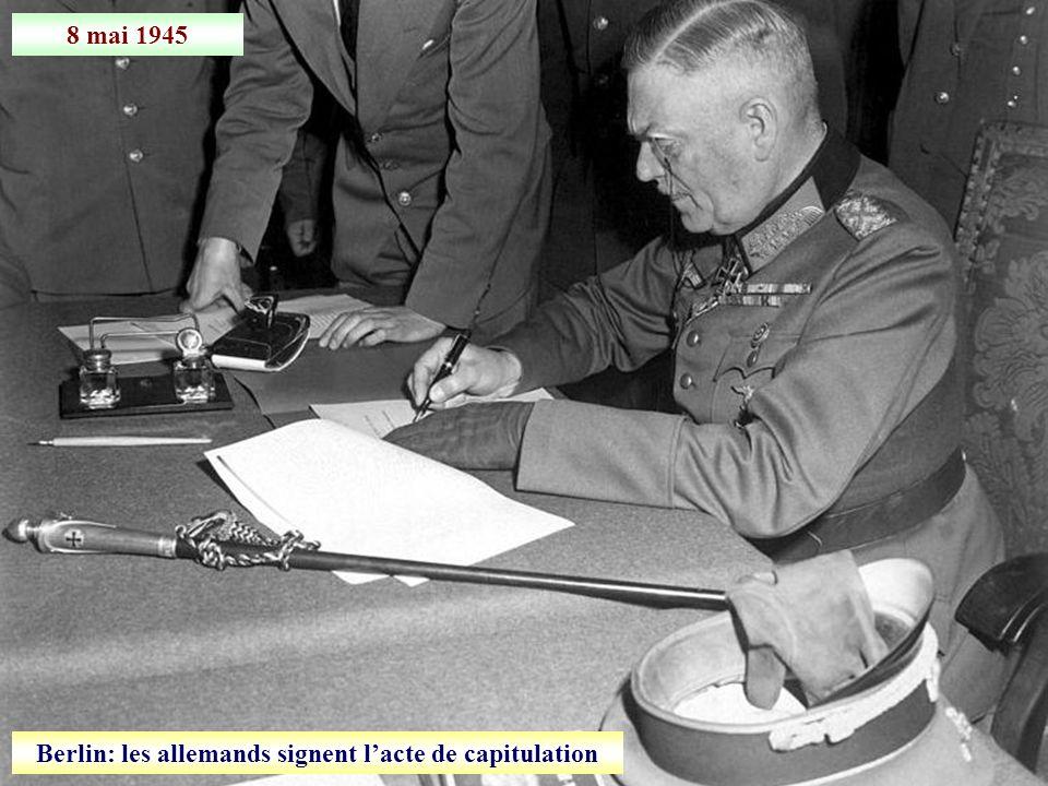 Berlin: les allemands signent l'acte de capitulation