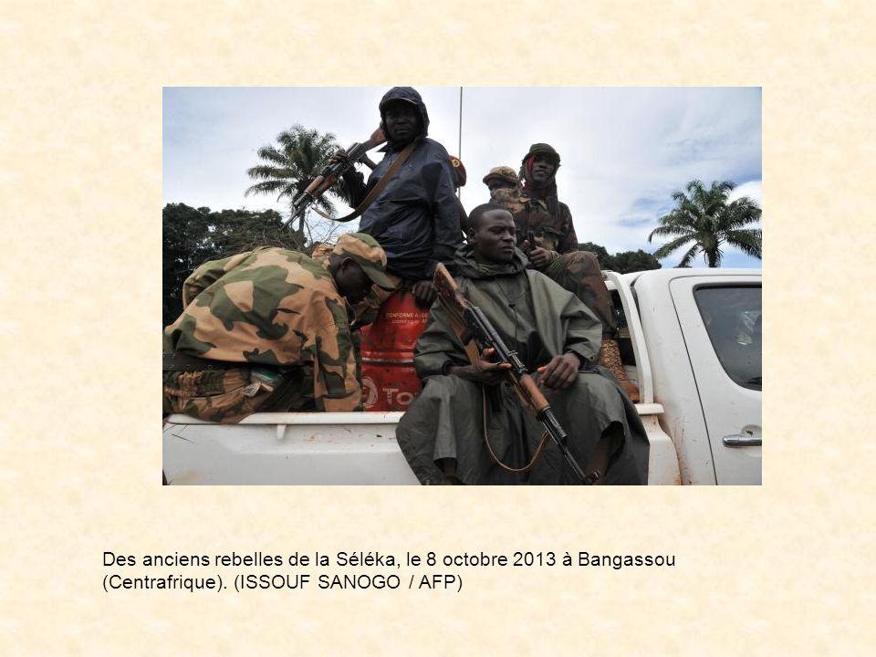 Des anciens rebelles de la Séléka, le 8 octobre 2013 à Bangassou (Centrafrique).