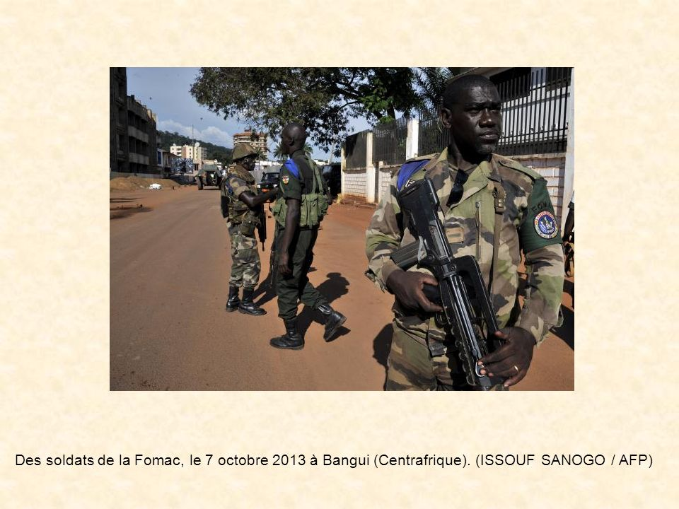Des soldats de la Fomac, le 7 octobre 2013 à Bangui (Centrafrique)