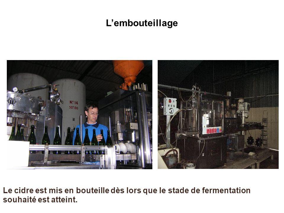 L'embouteillage Le cidre est mis en bouteille dès lors que le stade de fermentation souhaité est atteint.