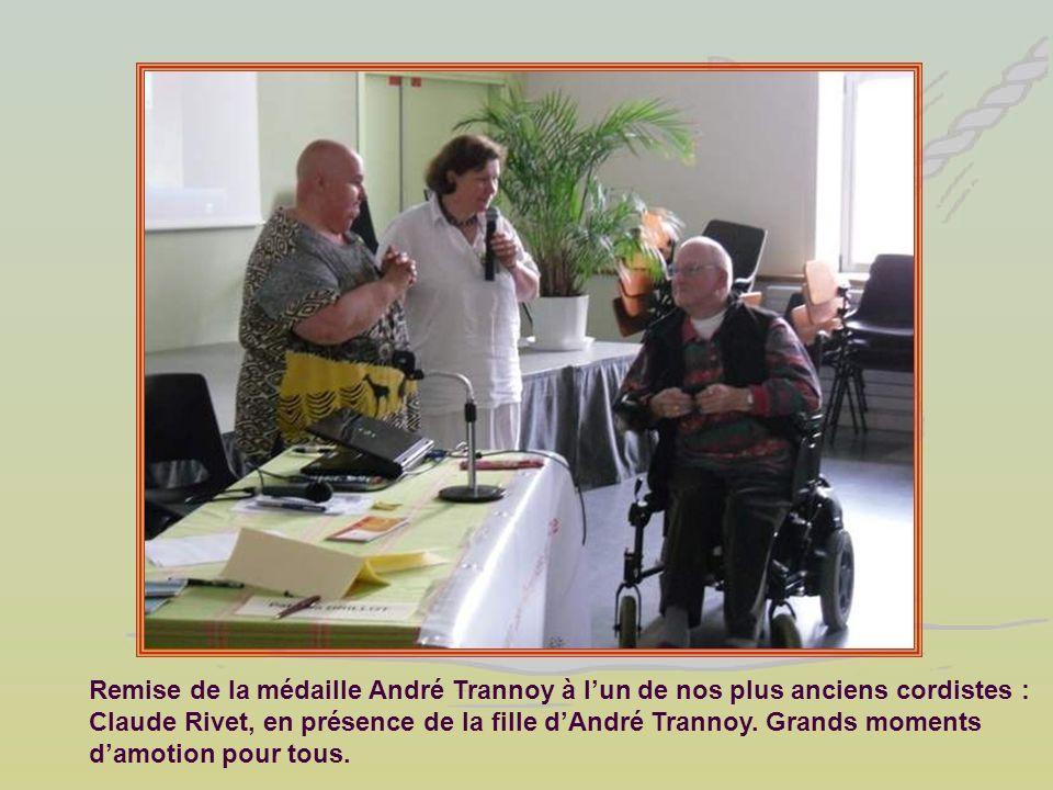 Remise de la médaille André Trannoy à l'un de nos plus anciens cordistes : Claude Rivet, en présence de la fille d'André Trannoy.
