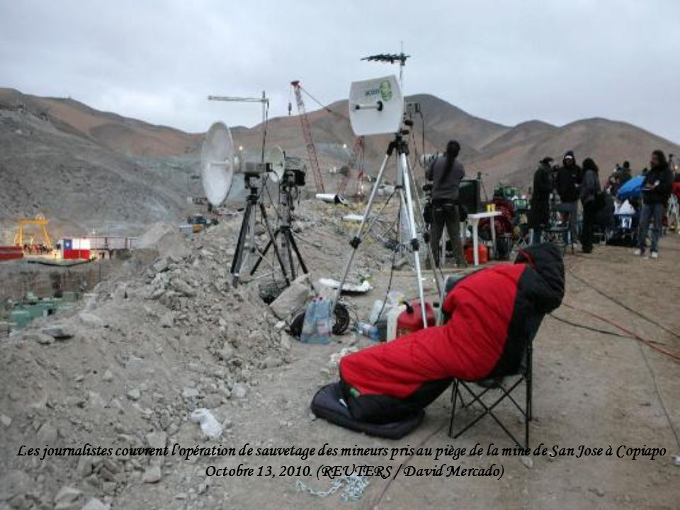 Les journalistes couvrent l opération de sauvetage des mineurs pris au piège de la mine de San Jose à Copiapo Octobre 13, 2010.