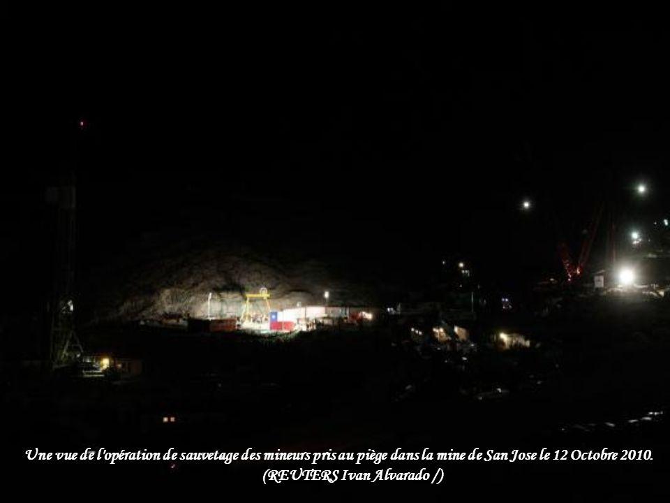 Une vue de l opération de sauvetage des mineurs pris au piège dans la mine de San Jose le 12 Octobre 2010.