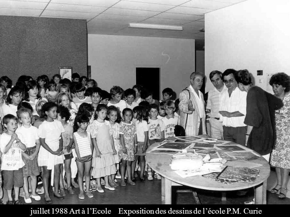 juillet 1988 Art à l'Ecole Exposition des dessins de l'école P. M
