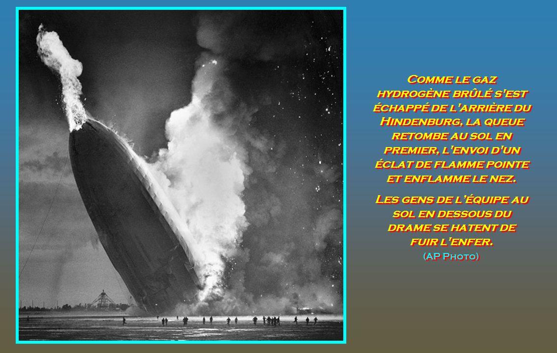 Comme le gaz hydrogène brûlé s est échappé de l arrière du Hindenburg, la queue retombe au sol en premier, l envoi d un éclat de flamme pointe et enflamme le nez.