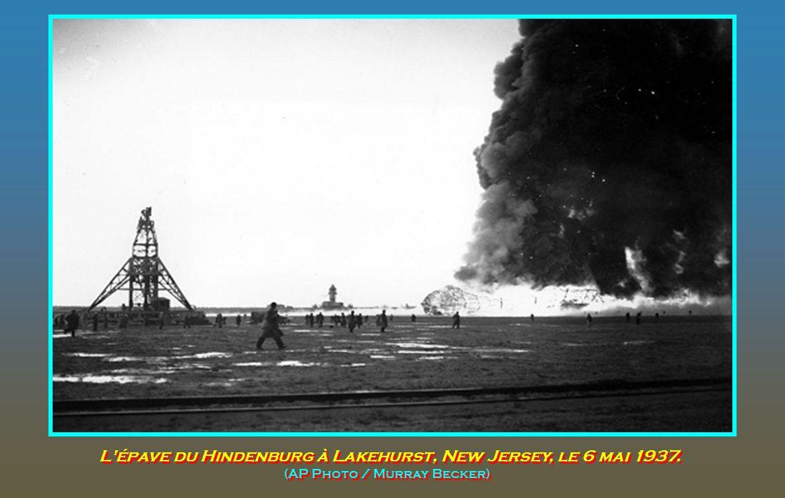 L épave du Hindenburg à Lakehurst, New Jersey, le 6 mai 1937