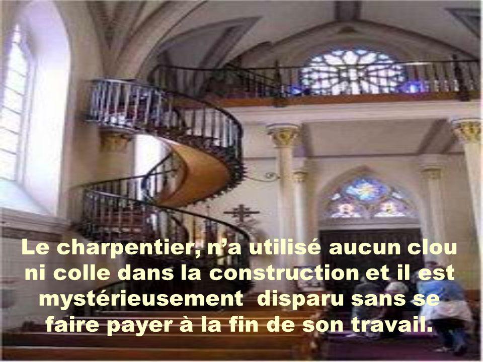 Le charpentier, n'a utilisé aucun clou ni colle dans la construction et il est mystérieusement disparu sans se faire payer à la fin de son travail.