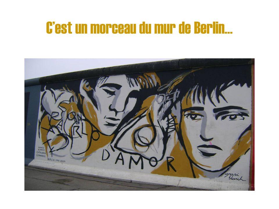 C'est un morceau du mur de Berlin…