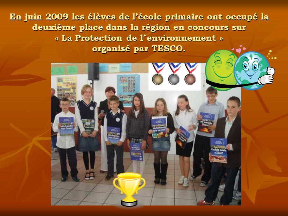 En juin 2009 les élèves de l'école primaire ont occupé la deuxième place dans la région en concours sur « La Protection de l`environnement » organisé par TESCO.