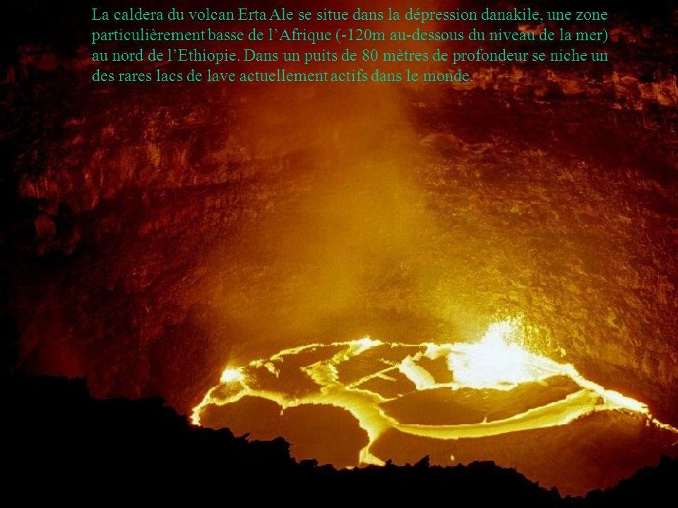 La caldera du volcan Erta Ale se situe dans la dépression danakile, une zone