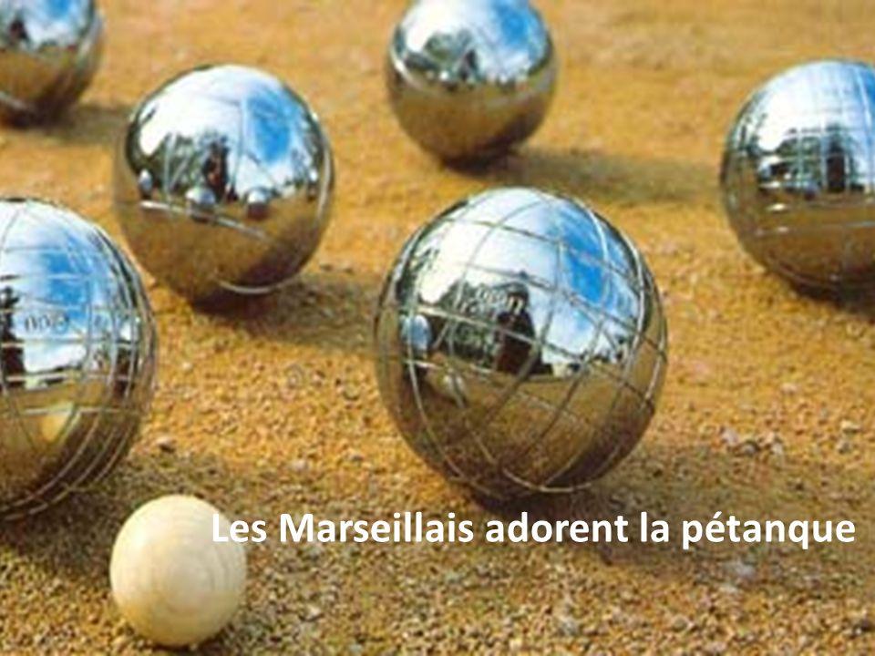 Les Marseillais adorent la pétanque
