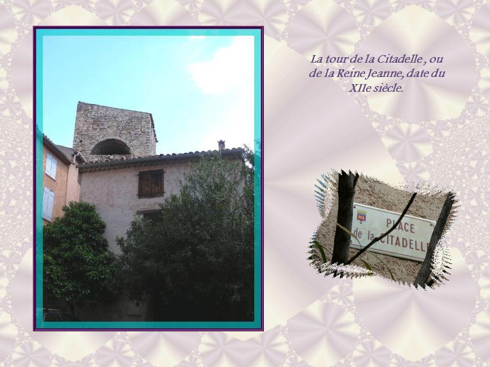 La tour de la Citadelle , ou de la Reine Jeanne, date du XIIe siècle.