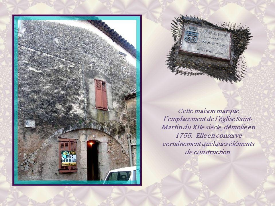 Cette maison marque l'emplacement de l'église Saint-Martin du XIIe siècle, démolie en 1755.
